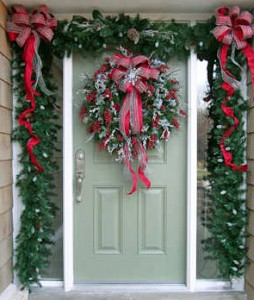 garland wreaths 254x300 Celebrating Seasons and Holidays with Garlands and Wreaths