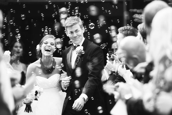 Plan Wedding on Budget Couple