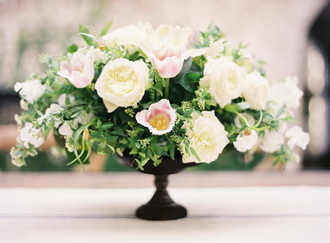 Creative Ways To Use Bulk Garden Roses Flower In a Wedding Event