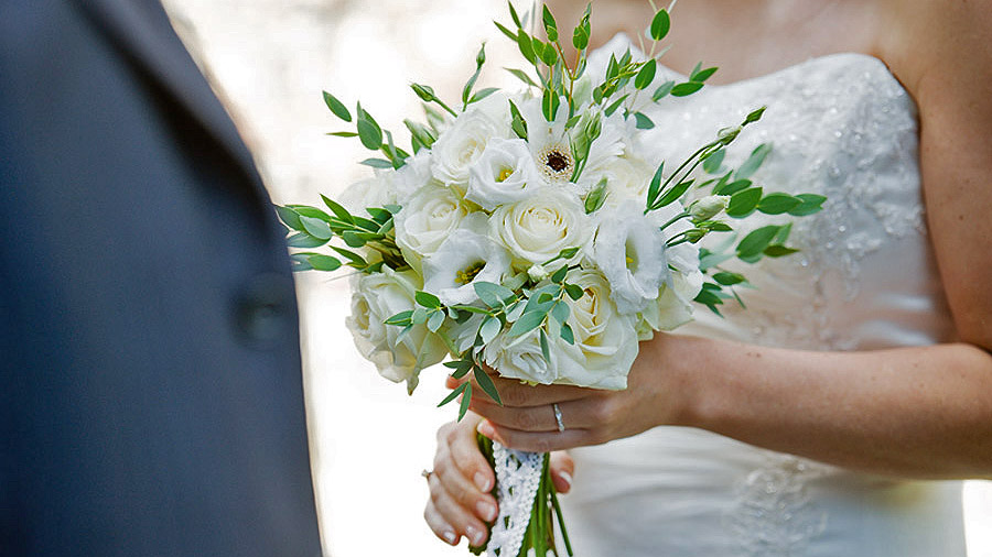 Get rare and eccentric wedding flowers