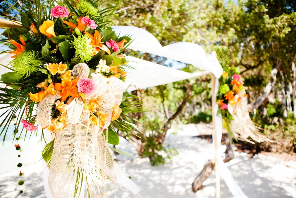 Decorate Your Wedding Theme Exceptionally With Wedding Flowers Online