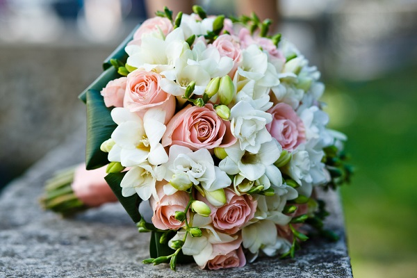 Best ideas to use wholesale wedding flowers for a fantastic event junglespirit