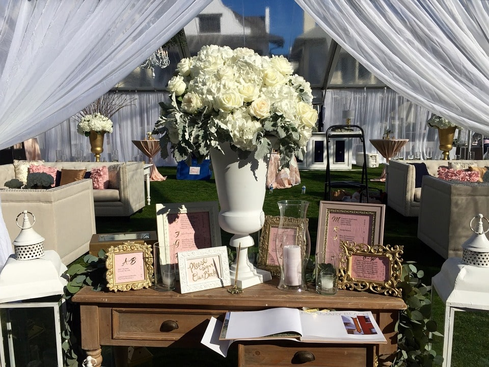 9 Unique Guestbook And Sign In Wedding Table Decor Ideas With Flowers