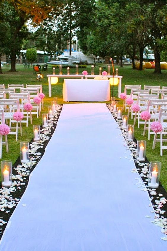 Decor with Rose Petals in Wedding
