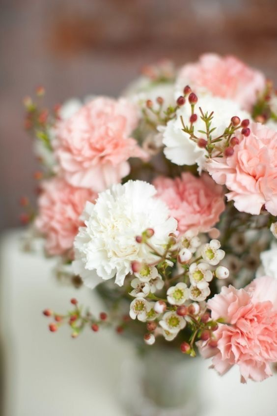 carnations in wedding decorations